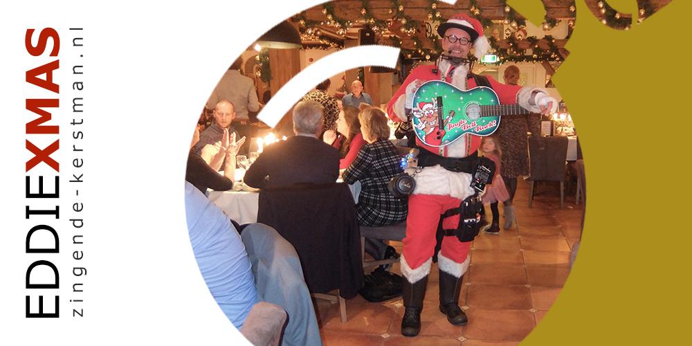 07   Kerstbal   Zingende kerstman boeken winkelcentrum optreden troubadour kerstgitaar rondlopende live muziek christmas